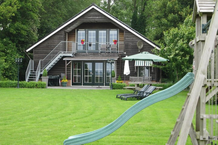 Luxury Holiday Home with Jacuzzi In Noordbeemster