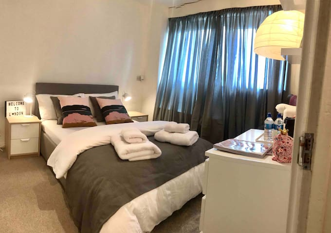 Private  room near Regent's Park and Camden Town