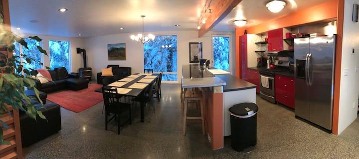 Hemlock Grove, Wood-fired Hot Tub, Sauna,  Privacy