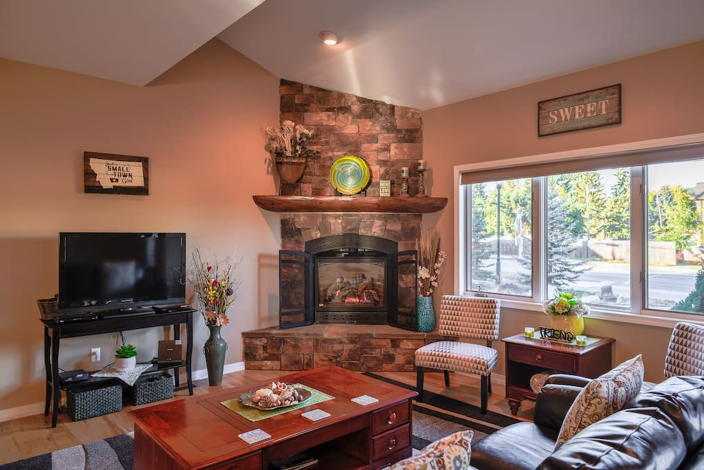 Spacious Living room with a cozy Fireplace, Cable TV (HBO, Showtime & Cinemax)
