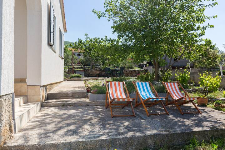 SUNNY house for a HAPPY holiday (35 km from Zadar)