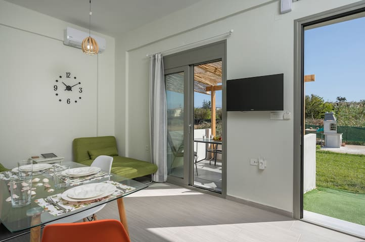 Sea Breeze Apartments,Maistros-Few meters by Beach