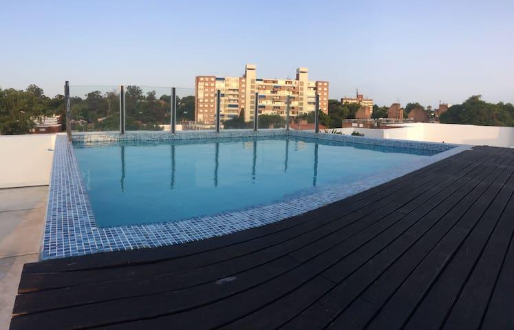 Completo apartamento con piscina en Malvín
