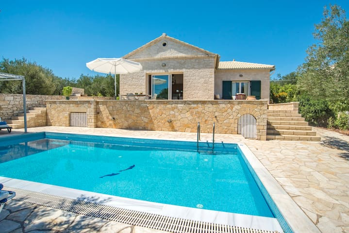 Takitos Villa: Seaside property ideal for families