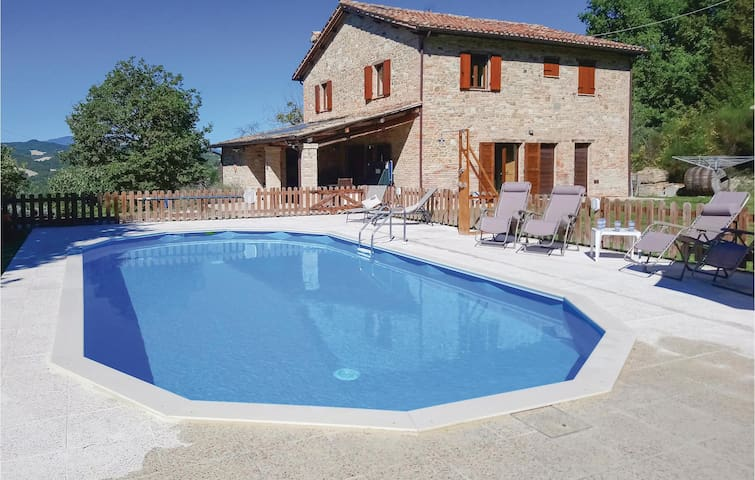 Holiday cottage with 4 bedrooms on 200m² in Pieve di Cagna -PU-