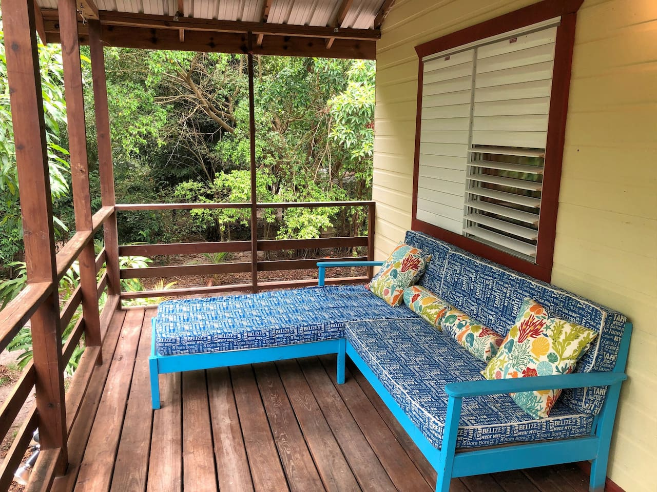 Get up in the morning with the sun to the east and the Maya Mountains to the west. Sipping a nice cup of coffee with your favorite book, or your laptop, and cozy up on this comfy patio chair. In the evening enjoy breathtaking sunsets.
