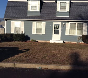 Spacious, private & quaint bedroom! - Pawtucket - Дом