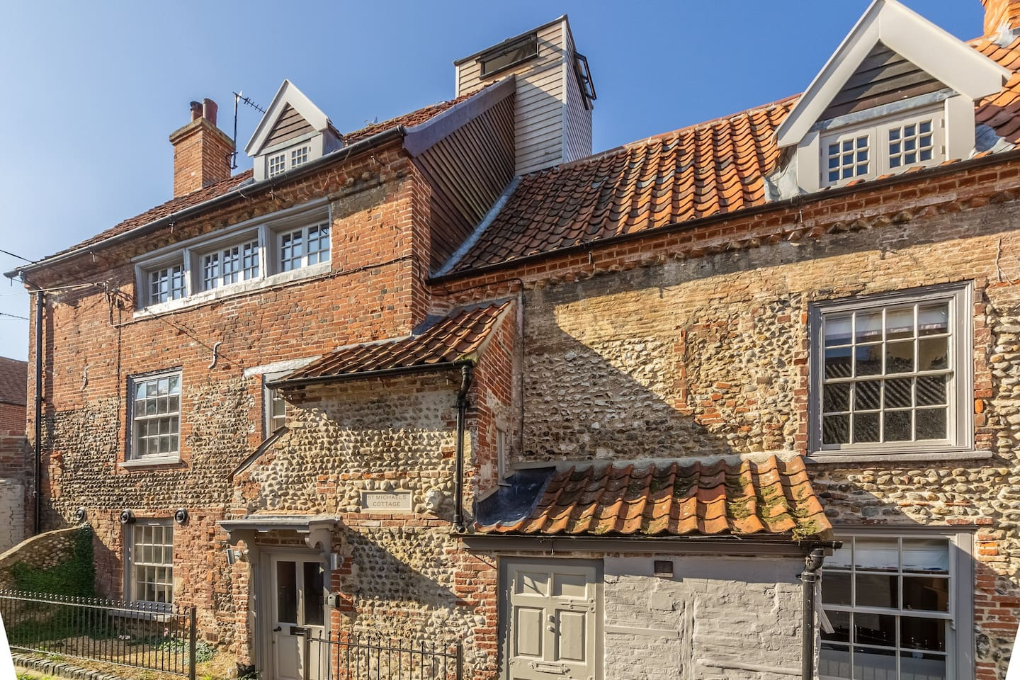 St Michael's Cottage is in the heart of Wells, just a minutes' walk to the harbour