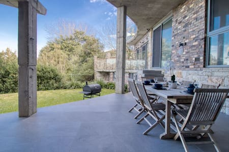 Contemporary Large 2BR in Great location
