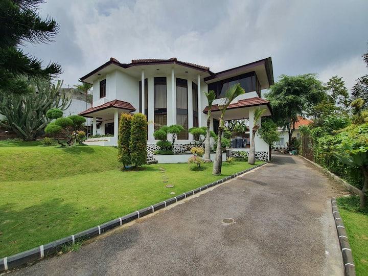 5BR villa in Tretes for a simple getaway