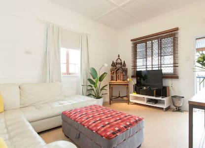 Classic presents two bedrooms - Glendale