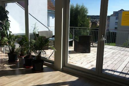 Zimmer mit bepflanztem Südbalkon - Kreuzlingen - Apartamento