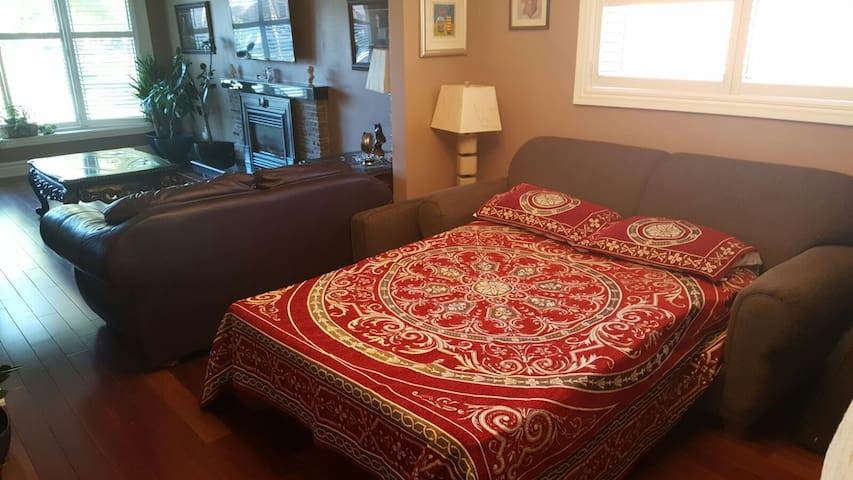 Comfy Sofa-Bed 7 minutes away from Pearson Airport - Toronto - Casa