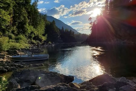 Middle Fork River Oasis-Breathtaking Views-5 Star!