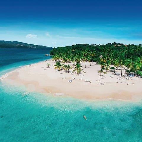 Cayo Levantado, laissez-vous tenter par un transat sur cette merveilleuse île déserte.