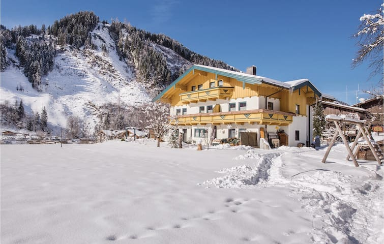 Holiday apartment with 2 bedrooms on 75 m² in Rauris