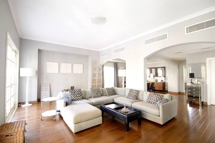 Master bedroom, luxury villa, the lakes (inc maid)