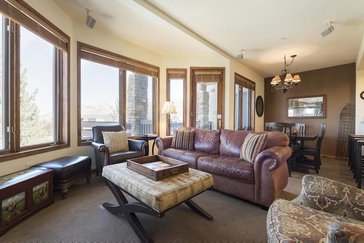 Cozy Townhome with WiFi and Ski in/Ski out access above Eagle Lodge