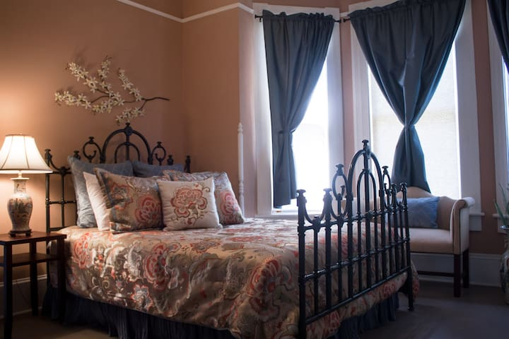 The Orchid Room - Historic Victorian B&B