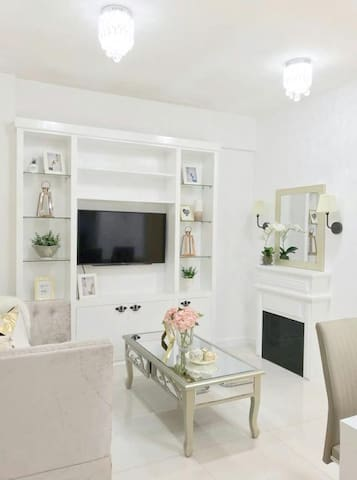 Two Bedroom Condo- Near Abreeza Mall White Chateau