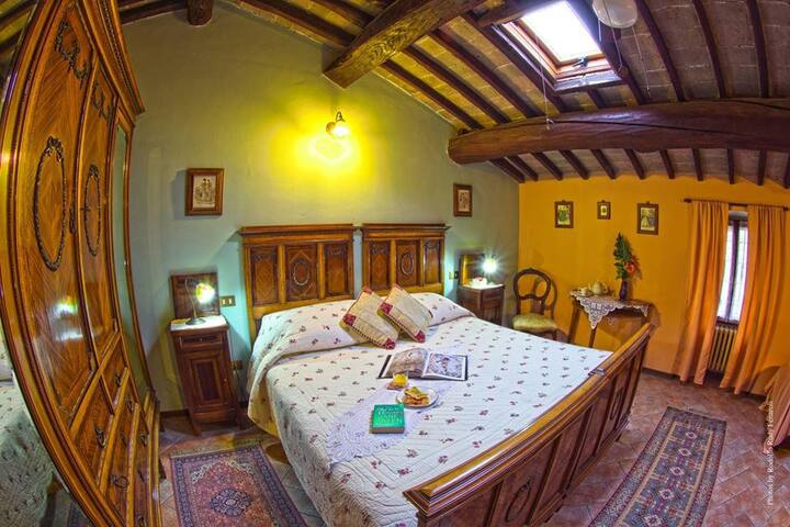 Cozy B&B in a 500 year old Villa by lake Garda