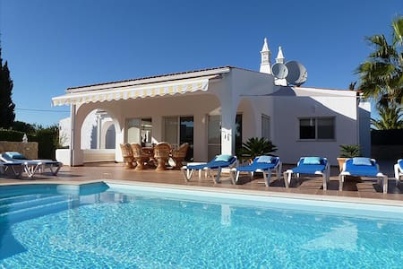Villa Rocha, Family villa, Near Ocean, 4 Bedroom, Sleeps 8,  Heated Pool, Air-con & BBQ - Villa