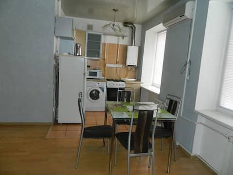 Сдается посуточно уютная двухкомнатная квартира.