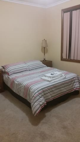 Private bedroom Double Bed - Springvale - House