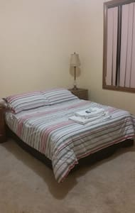 Private bedroom Double Bed - Springvale - Haus