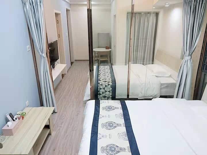 双床房,高层落地窗,近美食街/儿童医院/丰泽广场东湖公园
