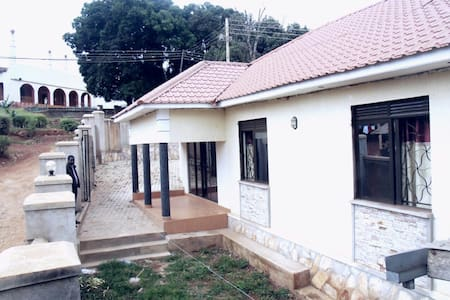 Spacious 3BD with secure parking - Kampala