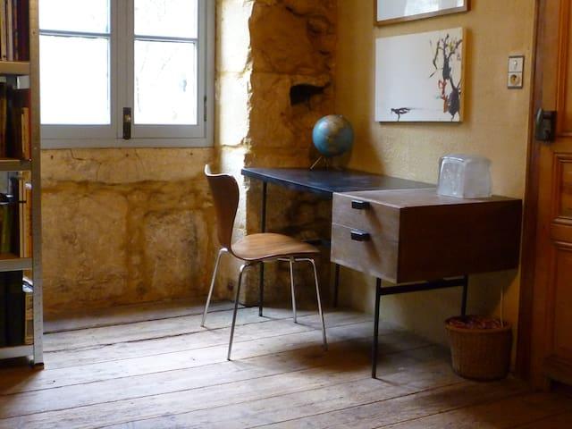 grande chambre de caractère, près de LASCAUX 4 - Peyzac-le-Moustier - Hus