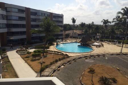 Apartamento em Vilas do Atlântico 20m da praia.