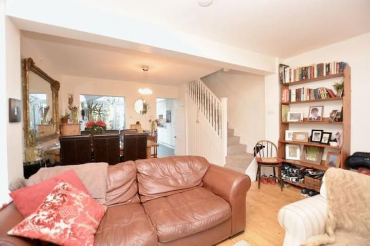 Terraced Cottage in SW London, river, parks events