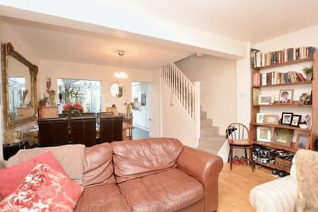 Double Room/s in Cottage SW London by river, parks