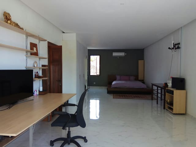 Bright and spacious room with big working desk.