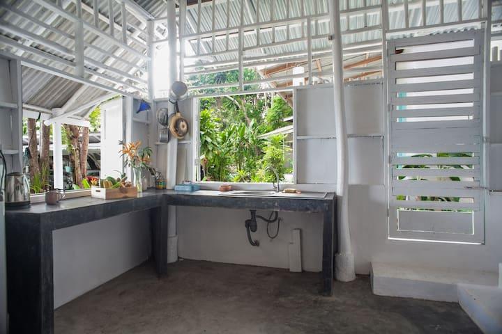 Open kitchen, make your own breakfast/lunch/dinner