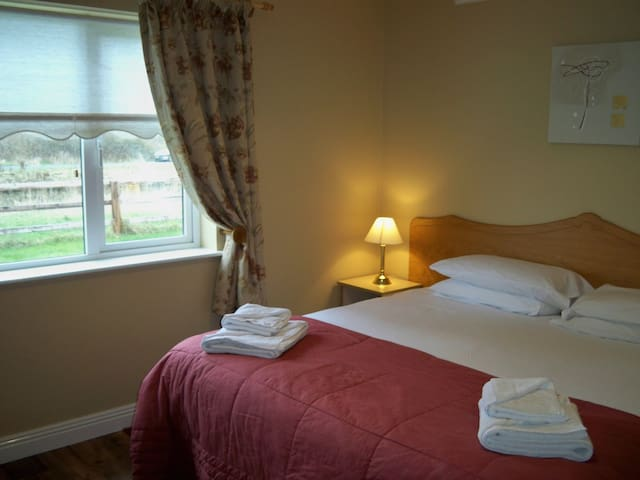 Robertstown Self Catering Cottage - sleeps up to 5 - Naas - Talo