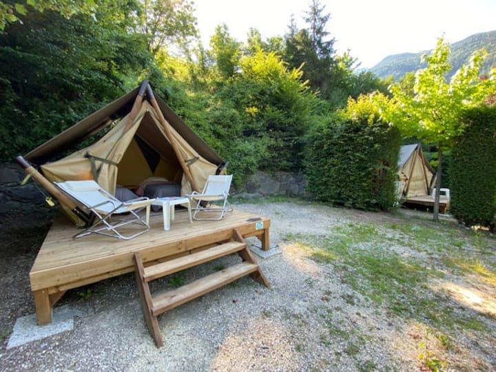 Tente canadienne 2 lits simples au pied des cols