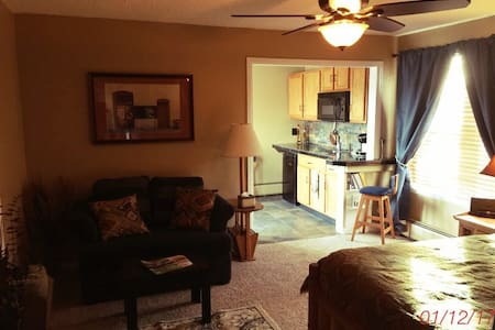 2 rm Studio with Kitchenette, Private Entry, deck - Lakewood - Casa