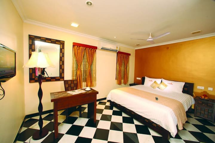 Dazzling Latitude Stay near Airport/Junction