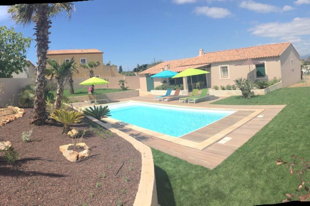 Giens villa climatis e bord de mer avec piscine for Villa a louer en provence avec piscine