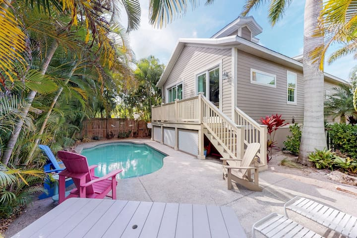Beautiful beach house w/ private pool - Walk to trolley, dining, & shopping!