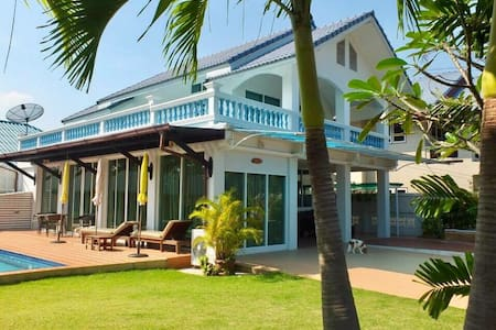 Beautiful (200 meters  to BEACH) Pool Villa