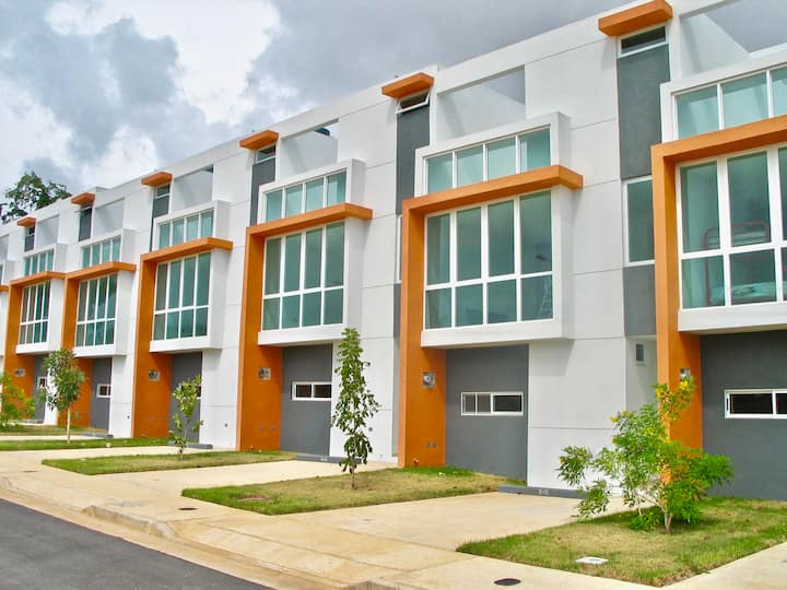 MODERN & UNIQUE!! Townhouse in Combate