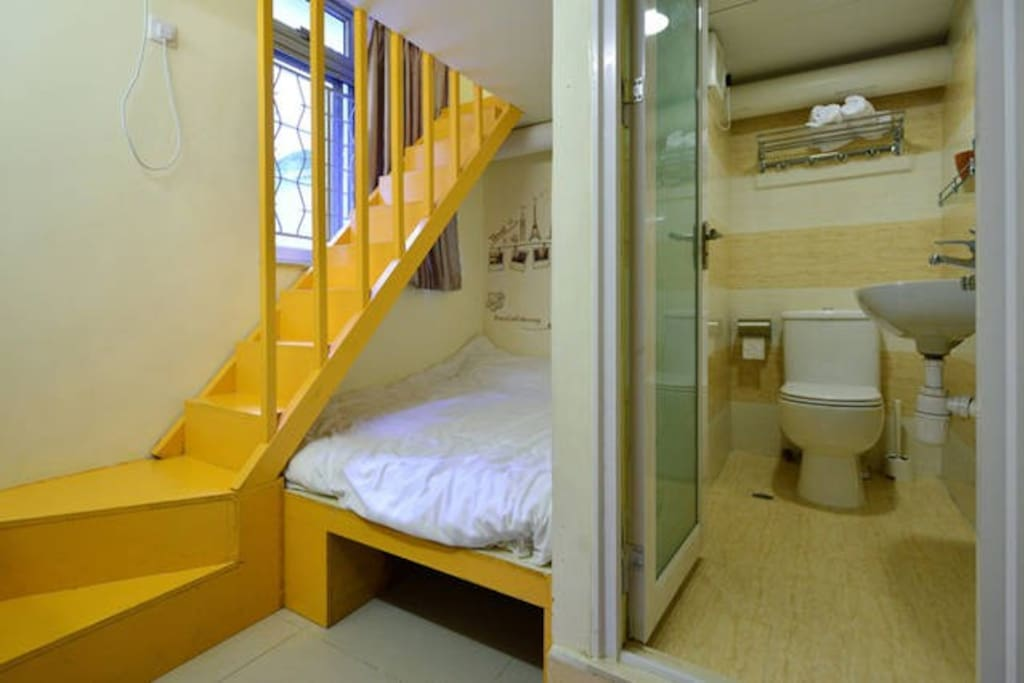 下床是2米宽的大床