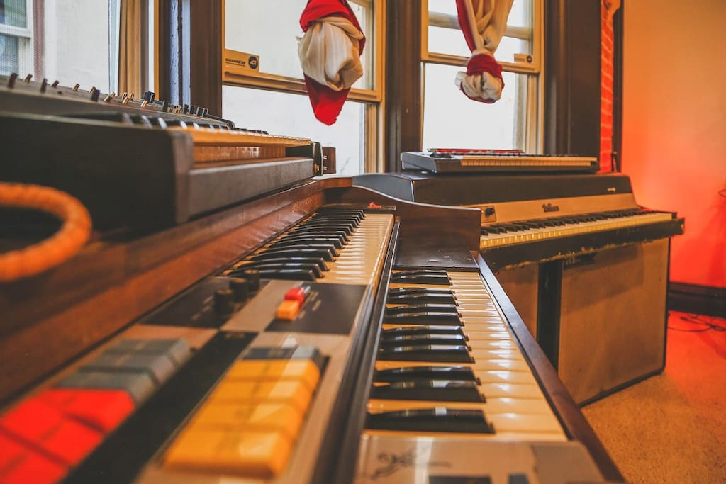 Staying at Curtis Park Art Hostel will be the mellody of your vacation tune. You'll be surrounded by music and art that both intrigue and soothe the soul.
