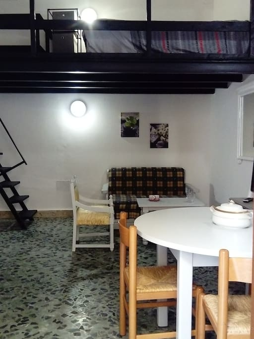 Salon/Séjour et chambre en mezzanine