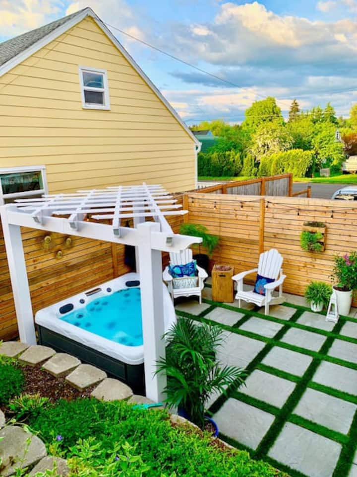 Private new garden apartment w Hot Tub
