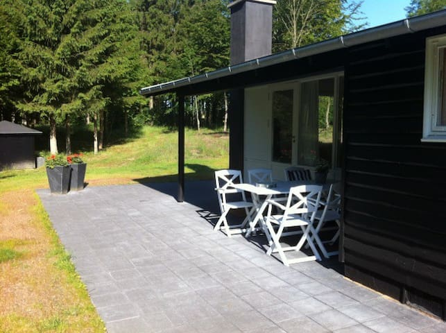 Lovely summerhouse in the forrest - Sindal - House